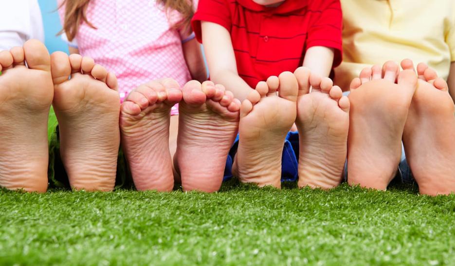 Príčiny plochých nôh u detí a čomu sa vyhnúť pri kúpe prvej detskej obuvi
